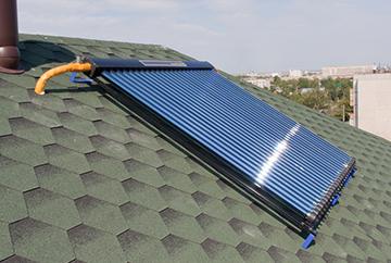Гелиоколлектор, установленный на крыше