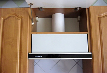 вытяжка в кухонном шкафу