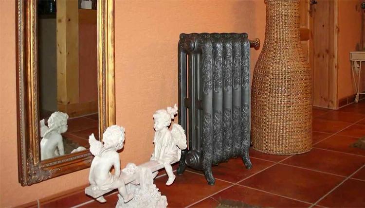 Радиатор из чугуна в помещении