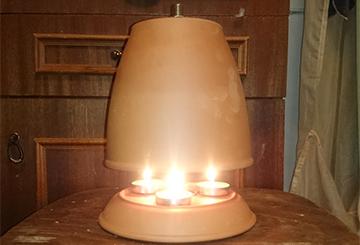 Обогреватель с зажженными свечами