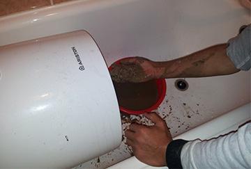 Удаление загрязнений и слив воды из бойлера