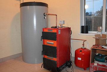 Установка теплоаккумулятора с котлом