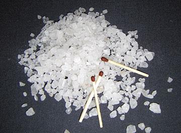соль поможет прочистить трубу от сажи